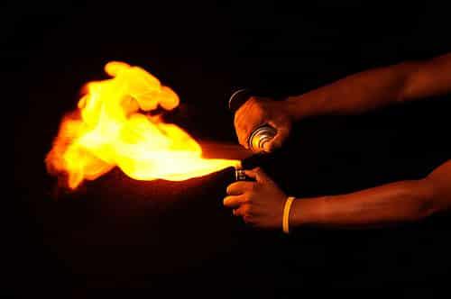 El  fuego  y la masilla  epoxi